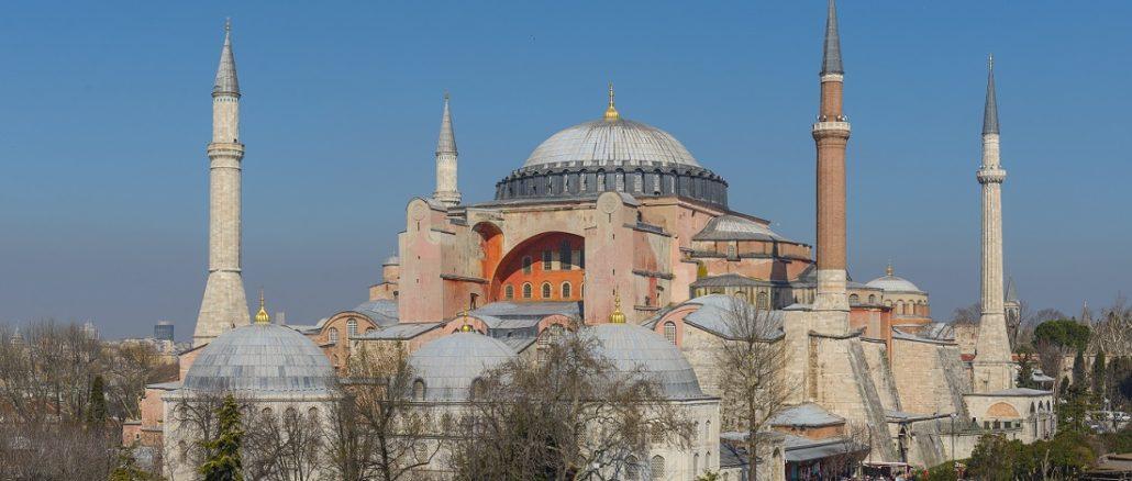 Vorletzter Schritt zur ständigen Umwandlung in eine Moschee?